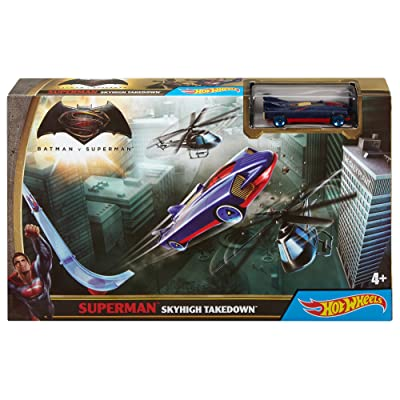Hot Wheels Batman v Superman Dawn of Justice Superman Sky High Takedown Trackset: Toys & Games