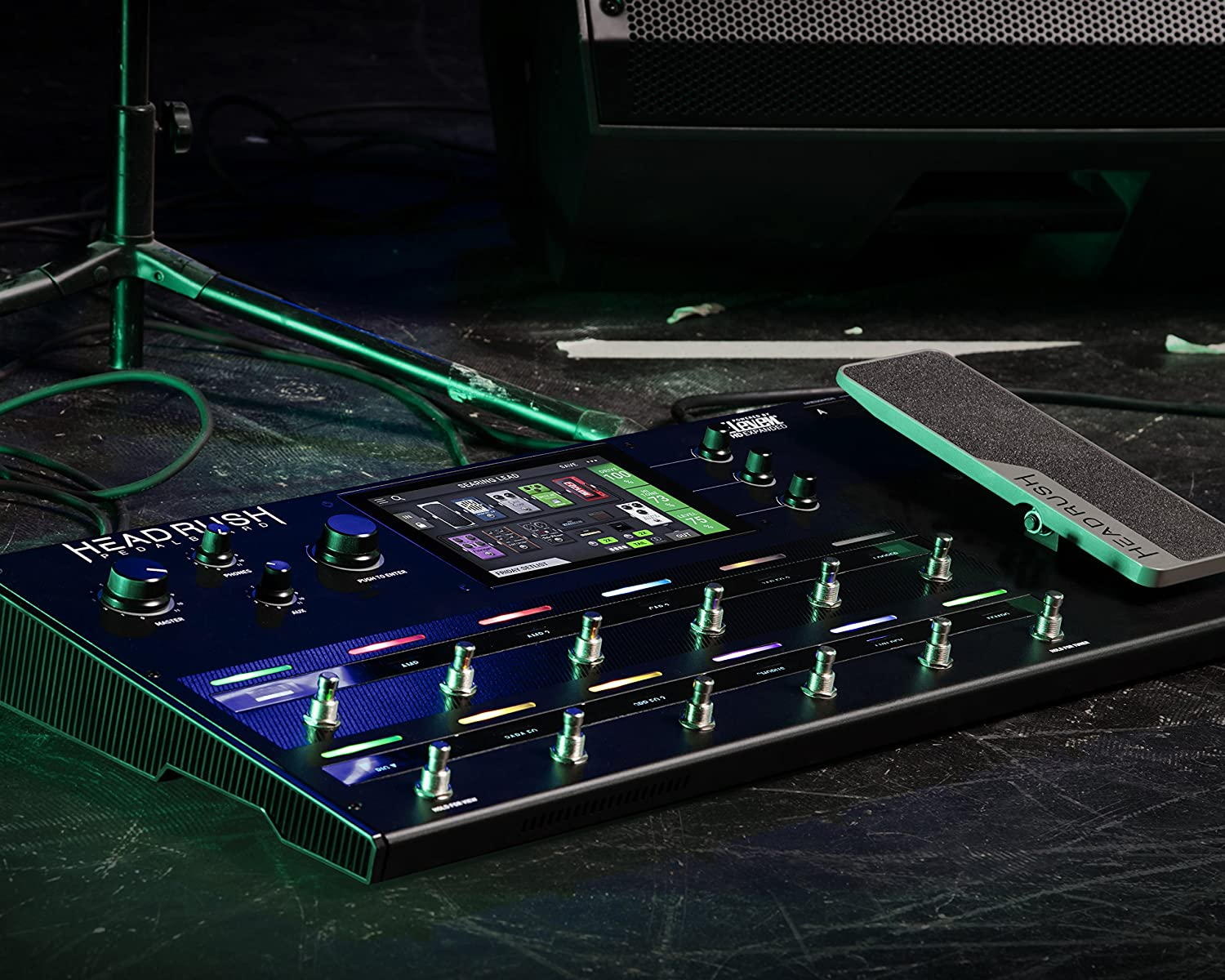 """HeadRush Pedalboard   Guitar Amp & FX Modeling Processor with 7"""" High Resolution Touch Display"""