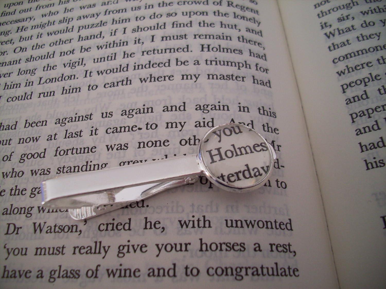 English Gems Conan Doyle Extract Holmes Prenota fermacravatta con vetro Cabochon cupola in contenitore di regalo