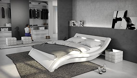 SalesFever Polsterbett 180x200 cm weiß aus Kunstleder mit LED-Beleuchtung | Loox | Designer-Doppelbett in Leder-Optik Made in