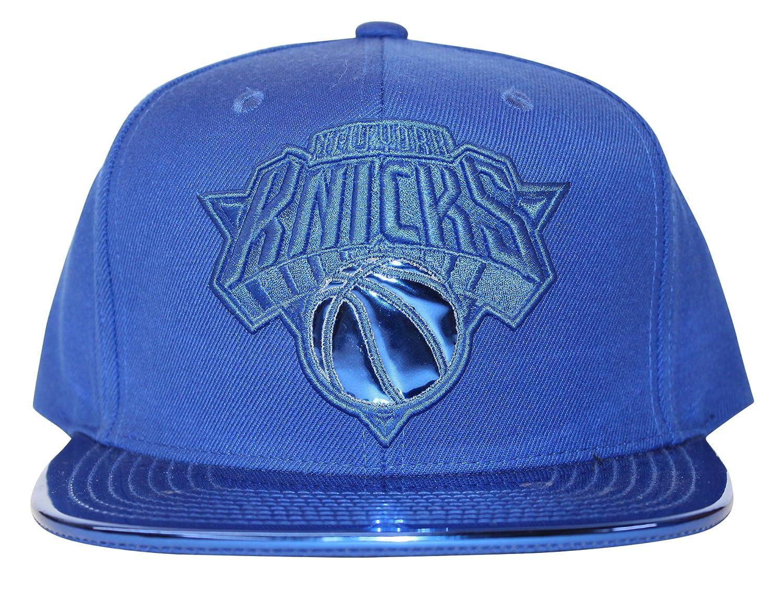 f94132ef1d8 Mitchell   Ness Mens NBA New York Knicks Metallic Foil Adjustable Snapback  Hat - Royal Blue  Amazon.co.uk  Clothing