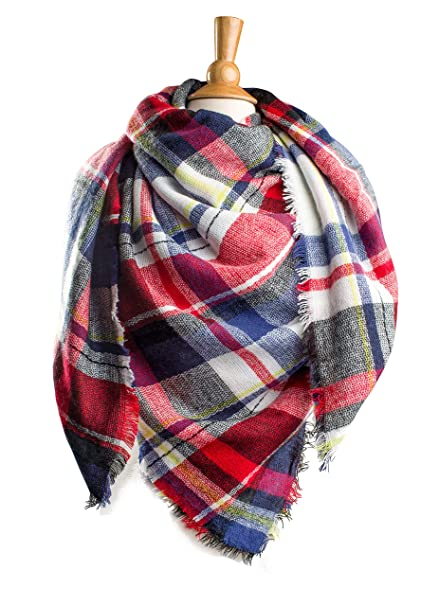 55cc2da6cb1c4 Plum Feathers Premium Plaid Pattern Knit Large Blanket Scarf with Fringes  (White-Navy Plaid) at Amazon Women's Clothing store:
