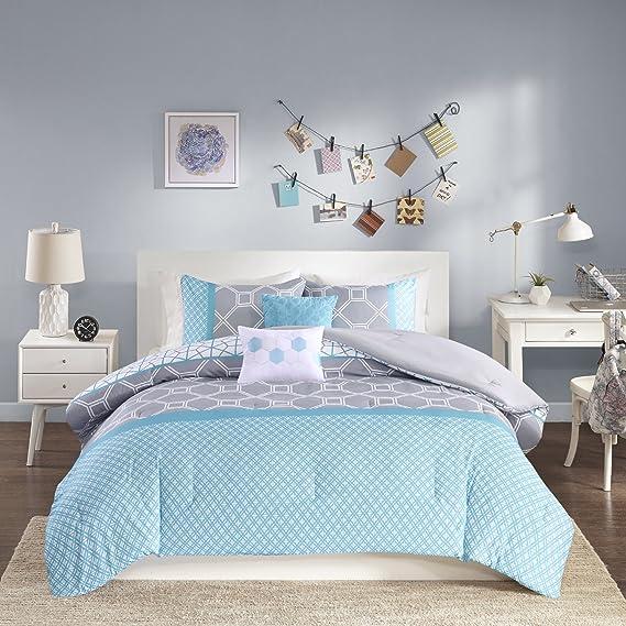 Intelligent Design - Clara -All Seasons Comforter Set