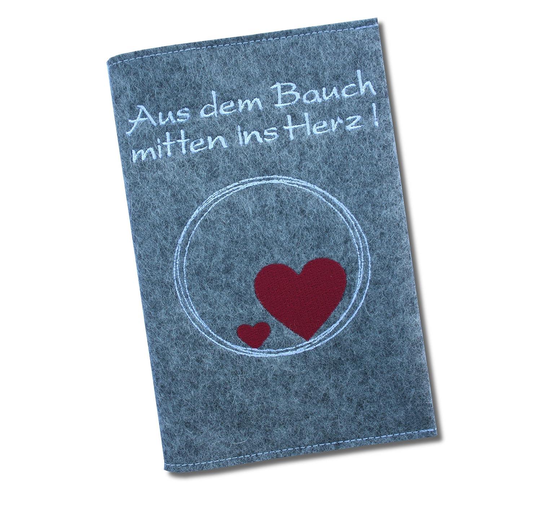"""Mutterpasshülle Classic """"Aus dem Bauch mitten ins Herz!"""" aus 100% Wollfilz - in deutscher Handarbeit gefertigt - Grau - nur passend für den deutschen Mutterpass! Goldi-Design"""