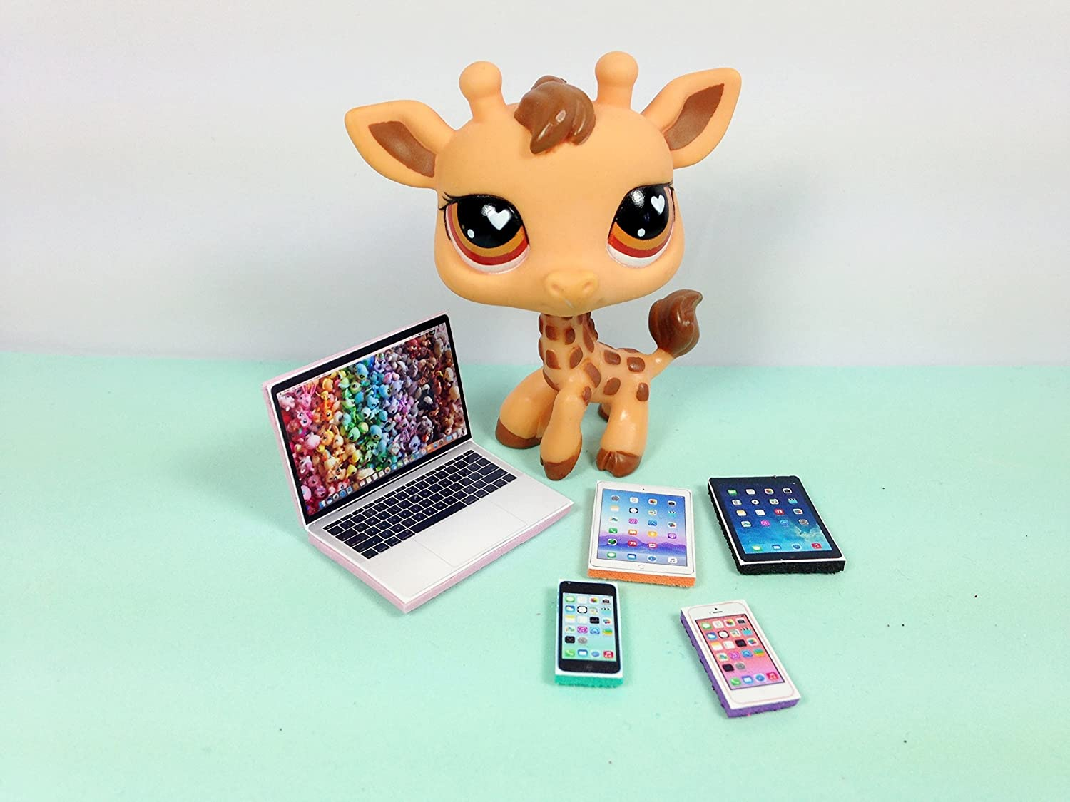 LPS Littlest Pet Shop 5 Accessories Lot Set Laptop, 2 Tablets, 2 Phones PET NOT INCLUDED