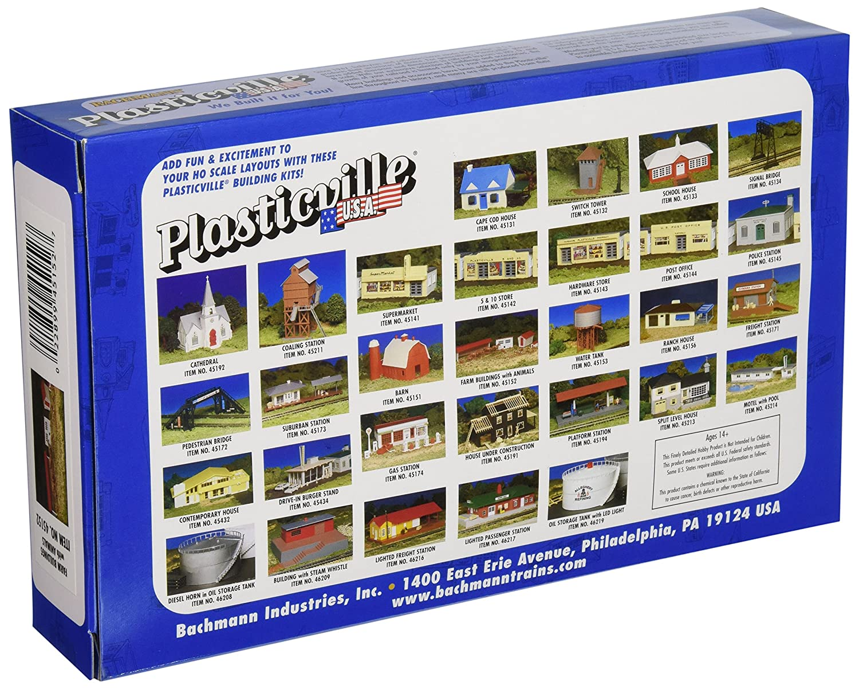 Bachmann HO Scale 45152 Plasticville USA FARM BUILDINGS WITH ANIMALS Kit New
