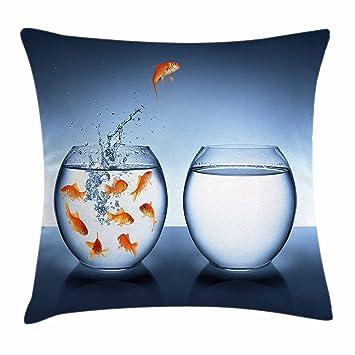 Acuario manta almohada Funda de cojín por Ambesonne, poco valiente de peces saltando una pecera a ...
