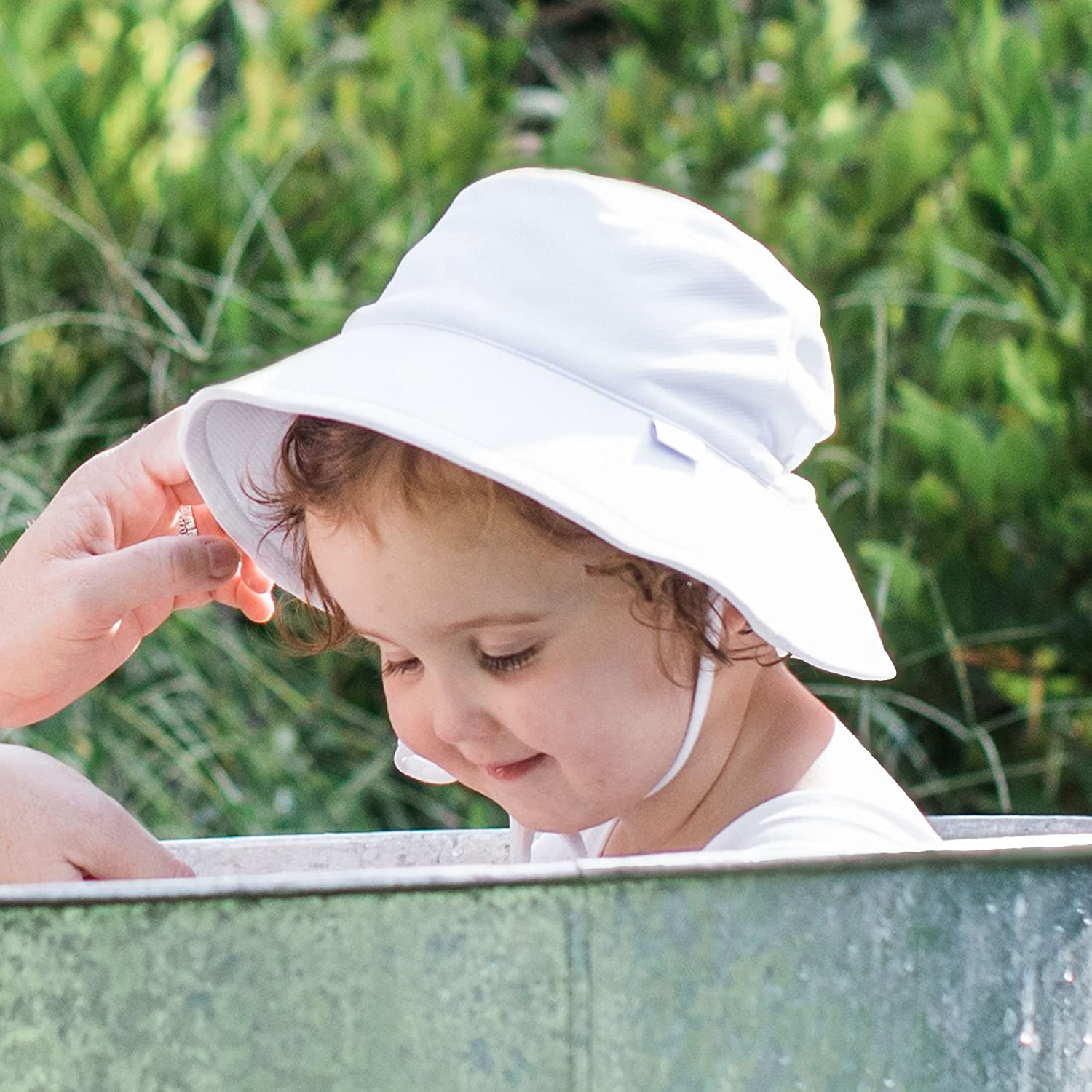 i play by green sprouts Baby Breathable Swim /& Sun Bucket Hat