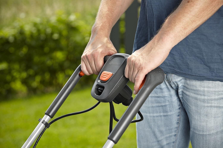 Cortacésped eléctrico PowerMax 1200/32 de GARDENA: segadora hasta 300 m², ancho de corte 32 cm, volumen 30 l, altura de corte 20-60 mm, manillar plegable, ...
