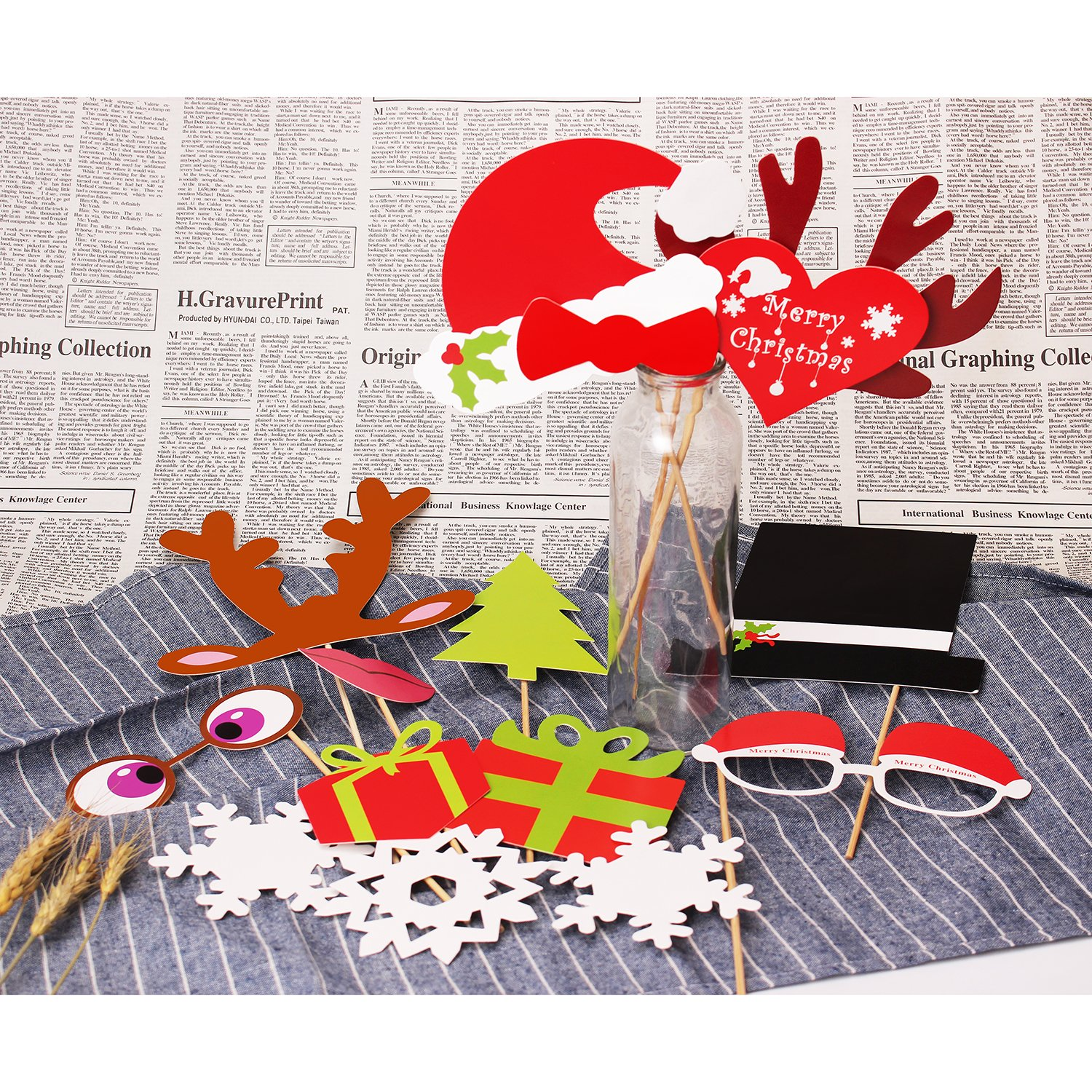 Amazon COOLOO Christmas Booth Props 50 Pieces DIY Party