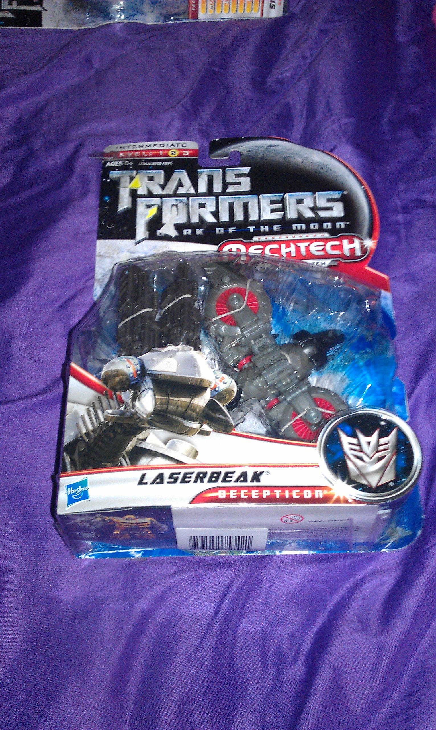 """Hasbro Year 2010 Transformers Movie Series 3 """"Dark of the Moon"""" Deluxe Class 6 Inch Long Robot Action Figure with MechTech Weapon System - Decepticon LASERBEAK with Convertible Dual-Barrel Cybertronian Cannon (Vehicle Mode: Hover Jet)"""