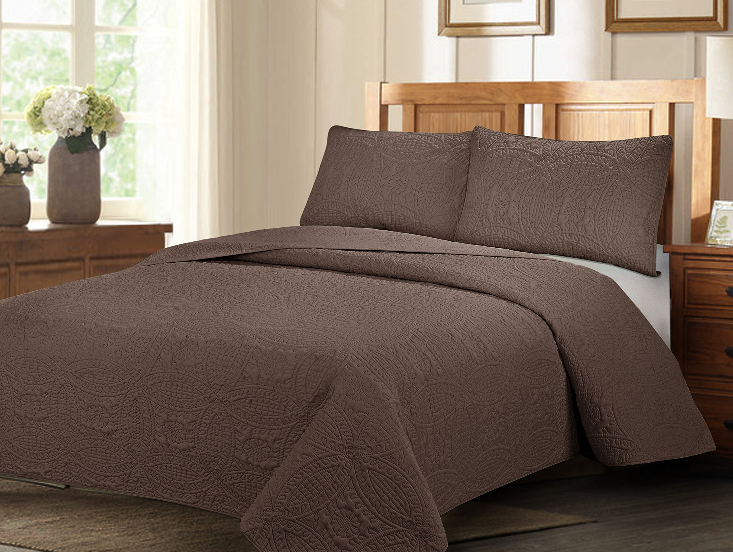 Natural Life Home Extra Oversized 3-pc Bedspread Set with Geometry Pattern (Cal King, Mocha)