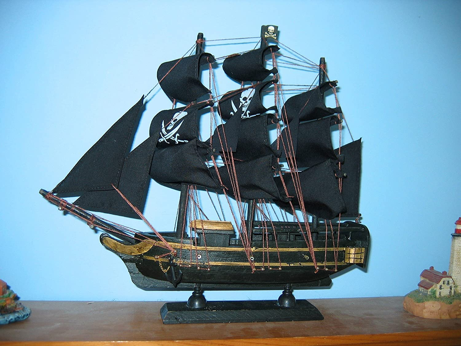 amazon com wooden ship model pirate ship with jolly rogers 13