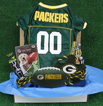 a16cbe126 Amazon.com   NFL Green Bay Packers PET GIFT BOX with 2 Licensed DOG ...