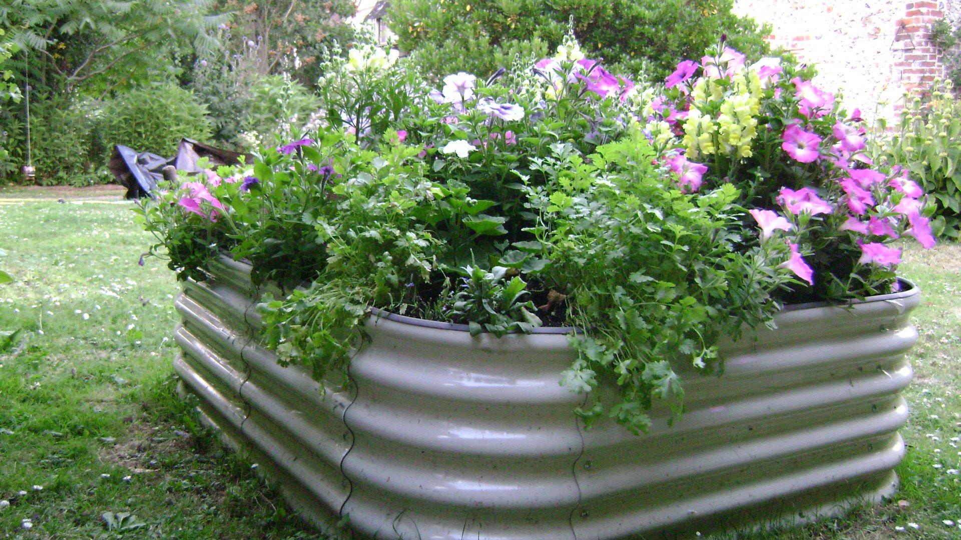 Raised Metal Garden Bed Steel Vegetables Herbs Flowers Allotments 129x129x46 cm