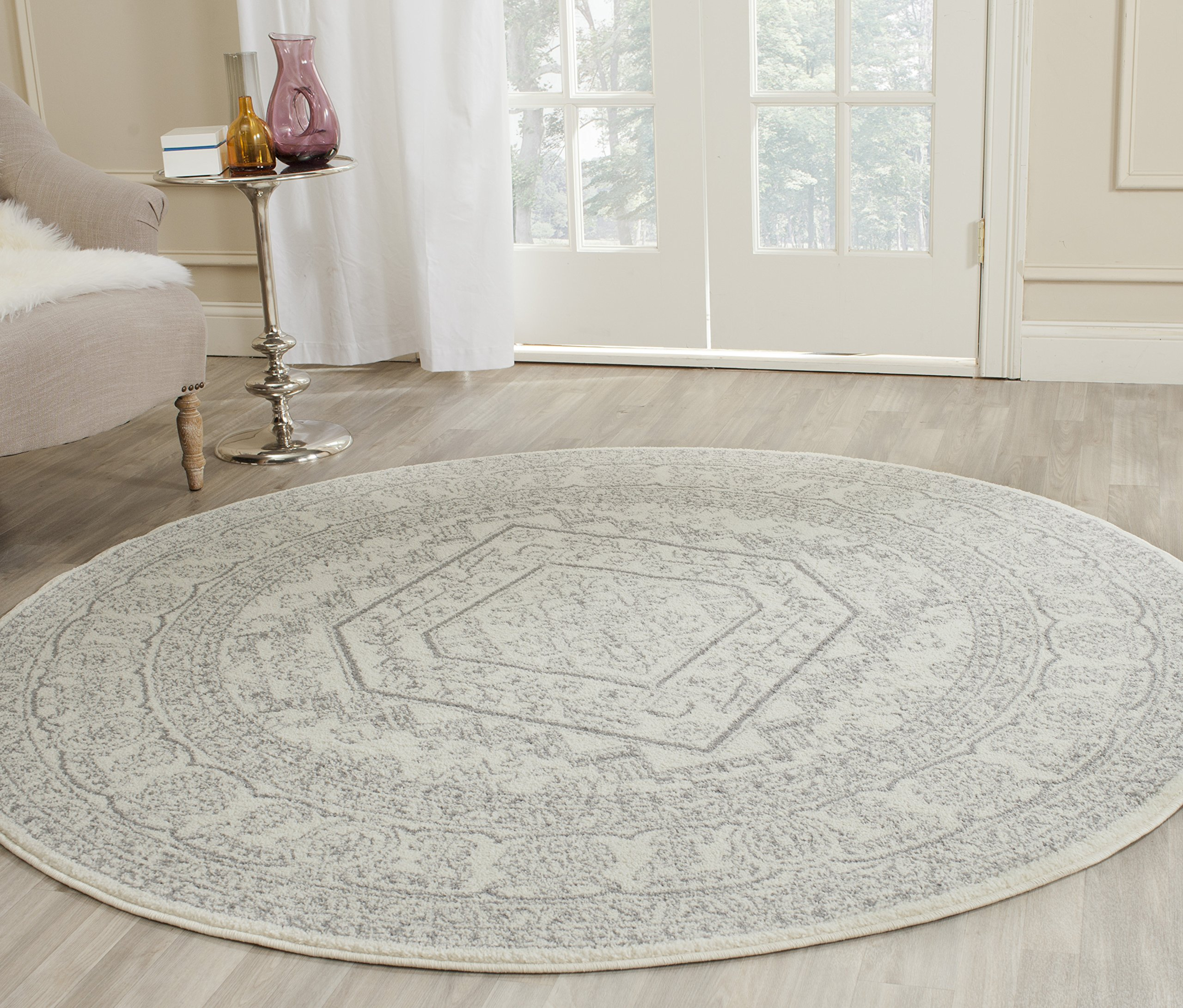 Safavieh Adirondack Collection ADR108B Ivory and Silver Oriental Vintage Medallion Round Area Rug (4' Diameter) by Safavieh