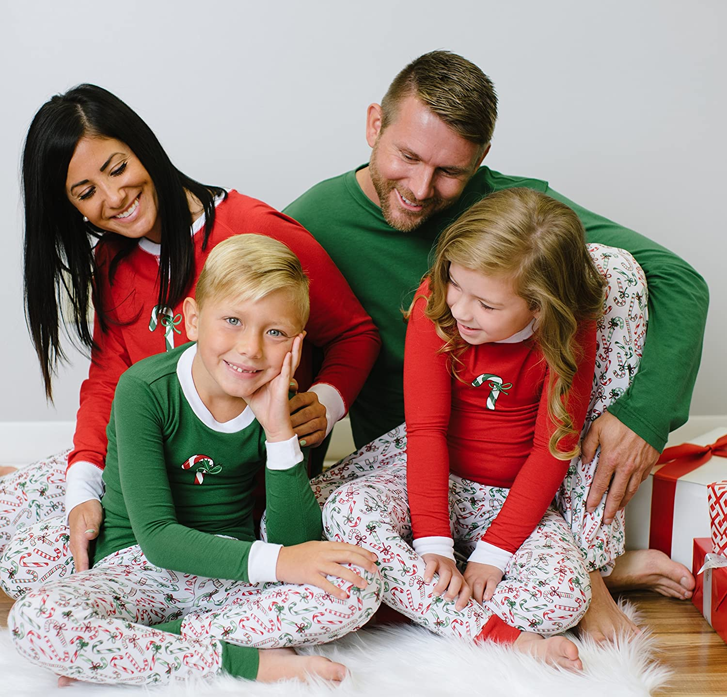 e8de16181f Amazon.com: Sleepyheads Candy Cane Family Matching Pajama Set - Kids - Red  Top (SHM-4035-K-RED-12): Clothing