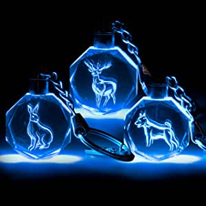 Harry Potter Patronus llavero coleccionable misterioso Blind Bag, paquete de 3 – Recibe 3 de 8 Mystery Crystal Patronus Key Rings con luz azul LED – ...