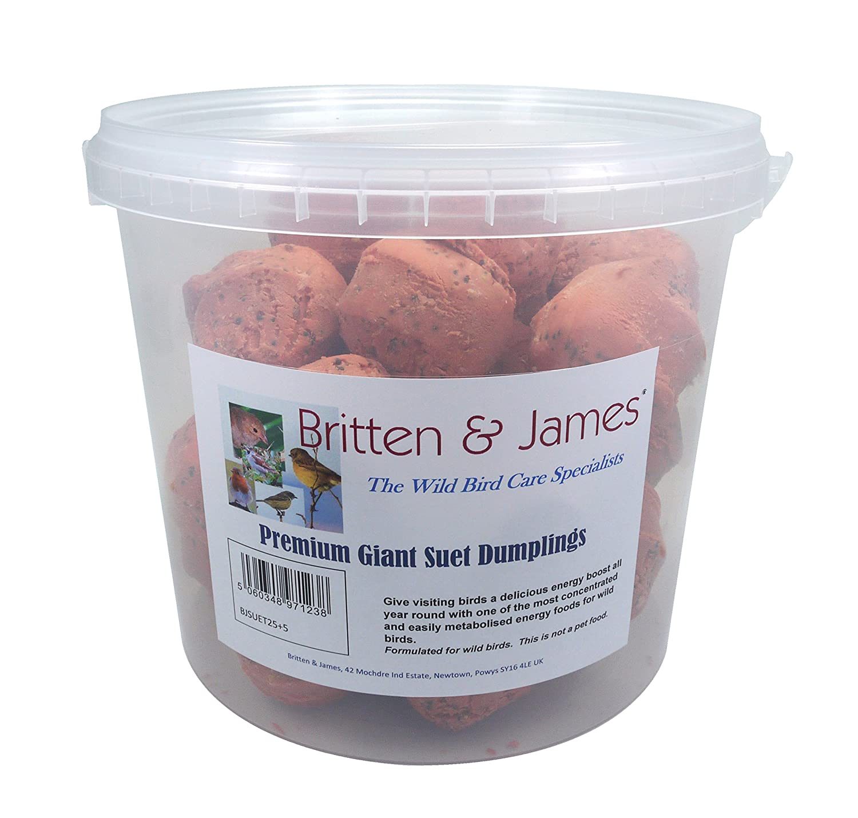 25 + 5 GRATUIT Dumpling de Suet géant de Britten & James dans un baquet pratique rescellable, sans gchis refermable. Donnez aux oiseaux en visite une énergie délicieuse tout au long de l'année avec l'un des aliments énergétiques les plus concentrés et