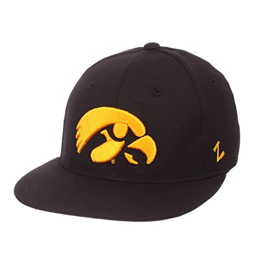 huge discount 3d75b 0a1cb Zephyr NCAA Iowa Hawkeyes Men s M15 Fitted Hat, 7, Black