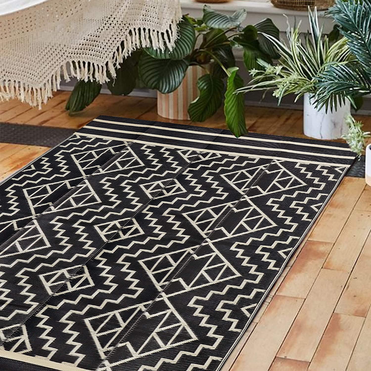 SAND MINE Reversible Mats, Plastic Straw Rug, Modern Area Rug, Large Floor Mat and Rug for Outdoors, RV, Patio, Backyard, Deck, Picnic, Beach, Trailer, Camping (5' x 8', Black & Cream)