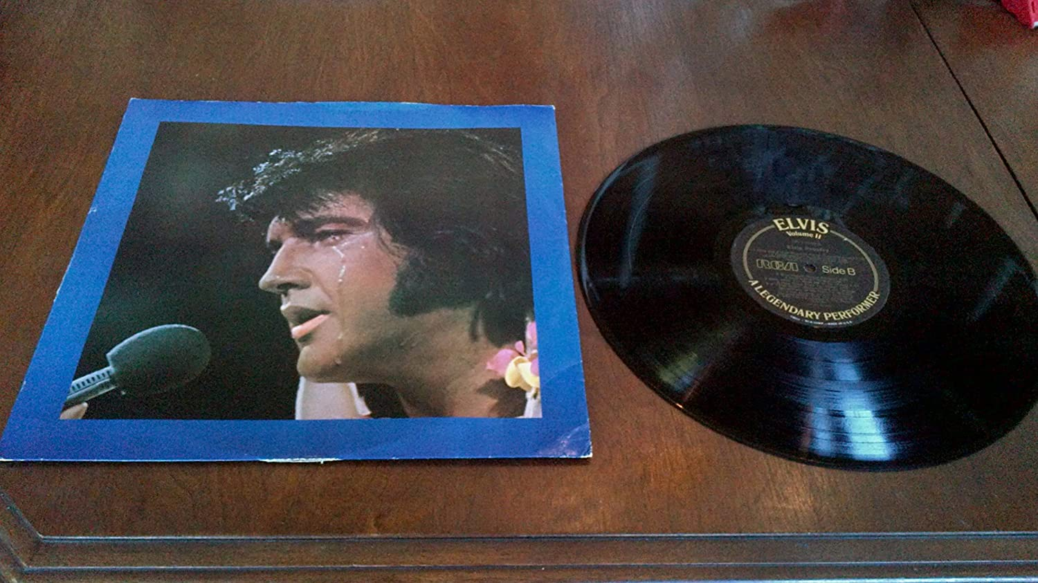 Elvis-A Legendary Performer..Volume 2/ 1976, RCA..CPL1-1349..rare vocal interview..3:24 minutes, 4/10/56...inc; songs..Blue Suede Shoes, Blue Christmas, Jailhouse Rock, It's Now or Never, How Great Thou Art..In cardboard sleeve..excellent condition Great analog sound ,wiil use protective plastic cover