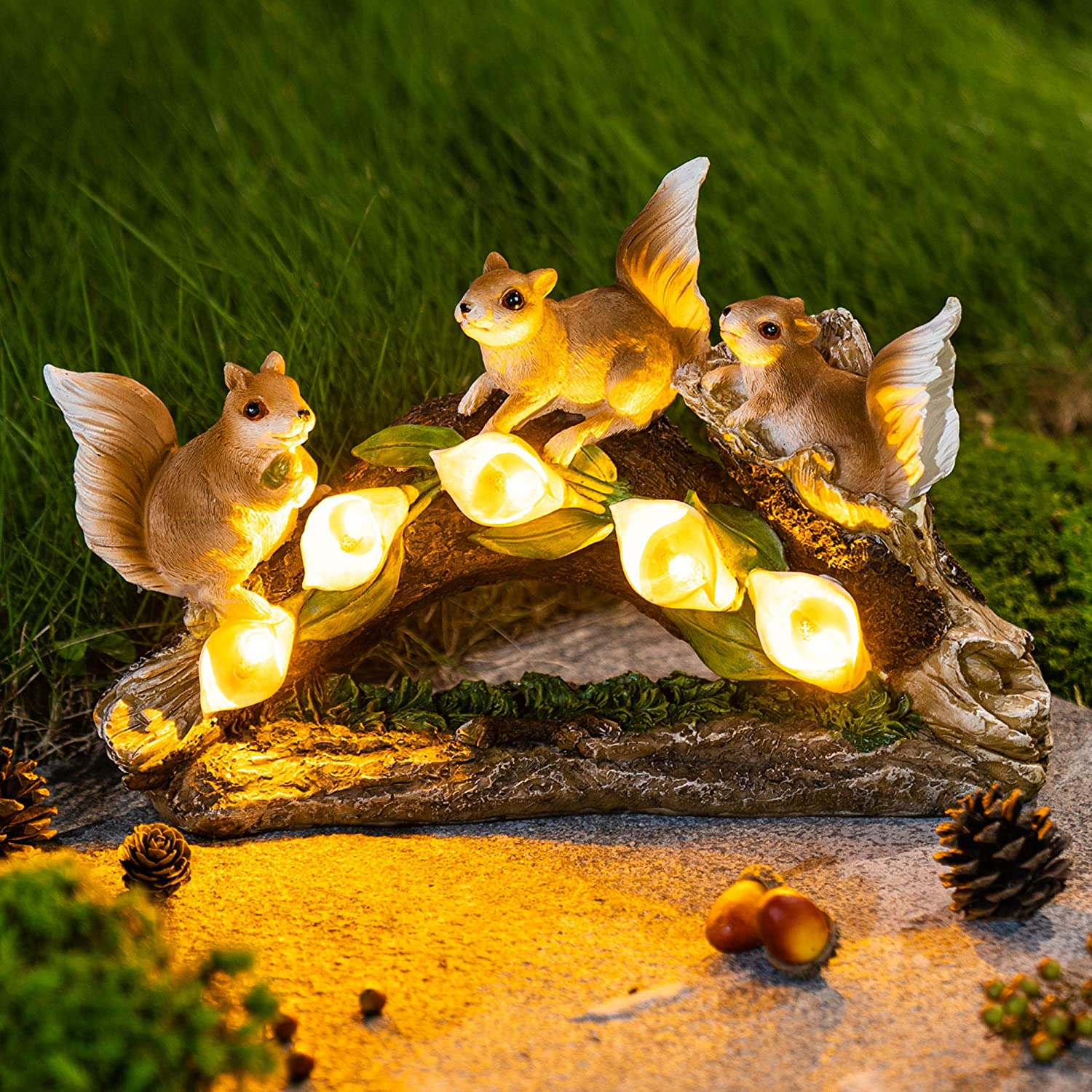 GIGALUMI Garden Squirrel Figurines Outdoor Decor, Garden Art Outdoor for Fall Winter Garden Decor, Outdoor Solar Statue with 5 LEDs for Patio, Lawn, Yard Art Decoration, Housewarming Garden Gift