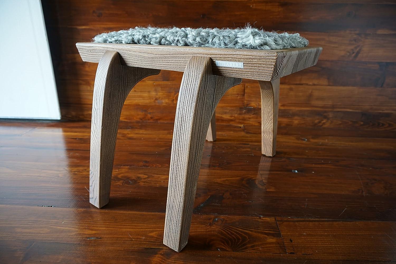 Minimalistisch Eichenholz Hocker / Stuhl mit echtem geschweiften Silber Schwedischen Gotland Schaffell - Designermöbel von MILABERT (S051609)
