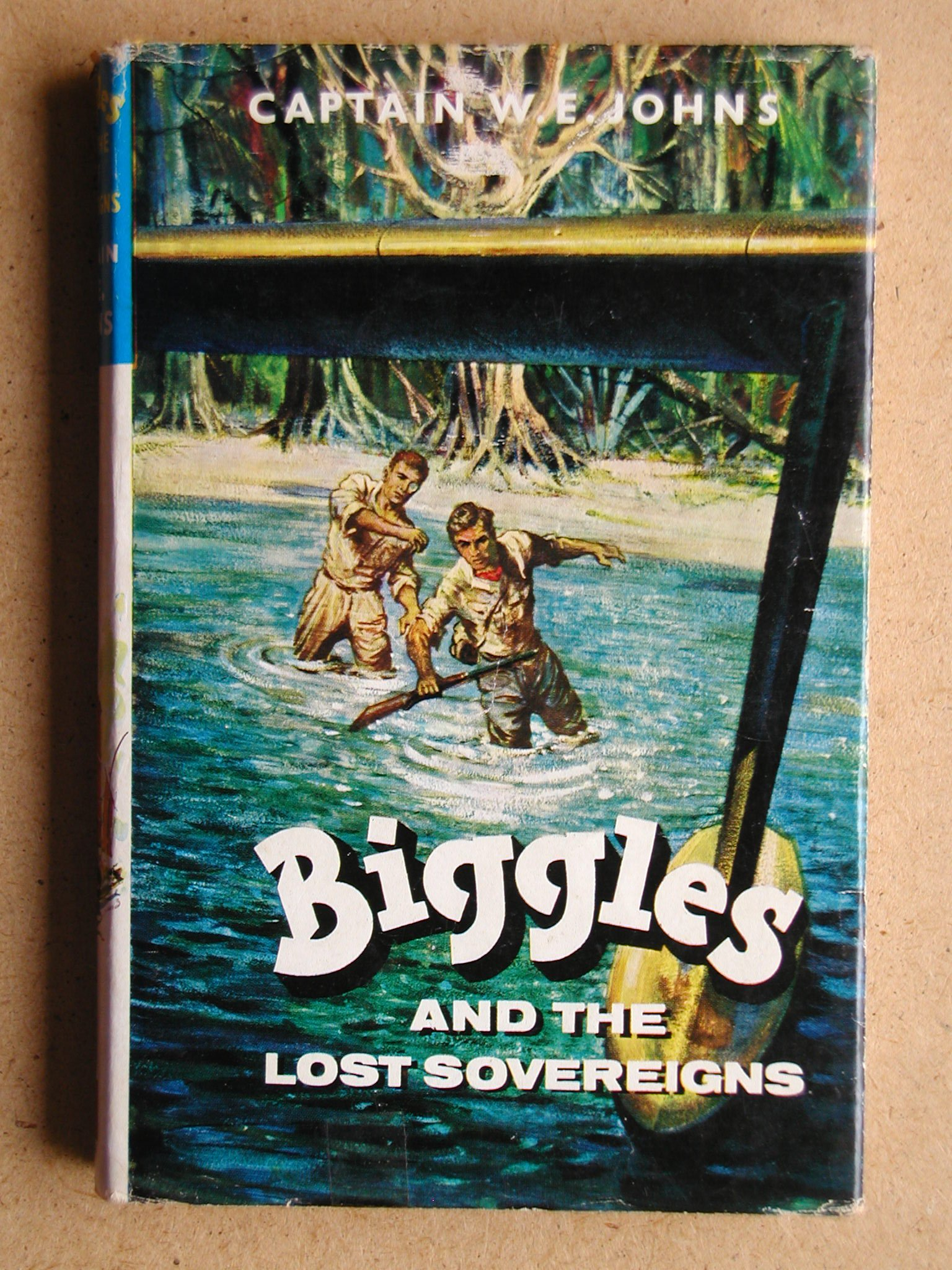 Biggles and the Lost Sovereigns: Amazon.co.uk: W. E Johns, Leslie Stead:  Books