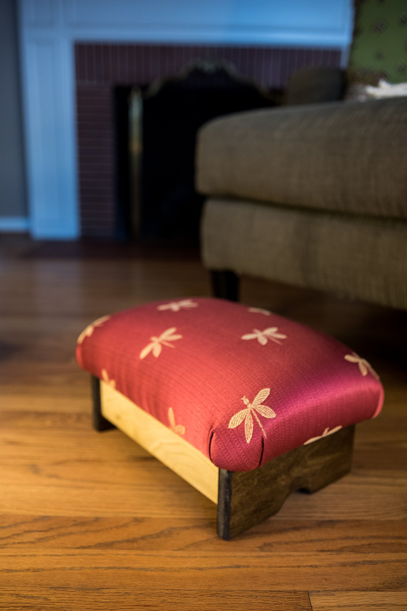 KR Ideas Padded Foot Stool, Dragonfly (Made in the USA) (7'' Tall - Chic Stain)