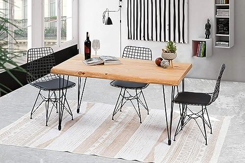 Ein Esstisch mit Baumkante