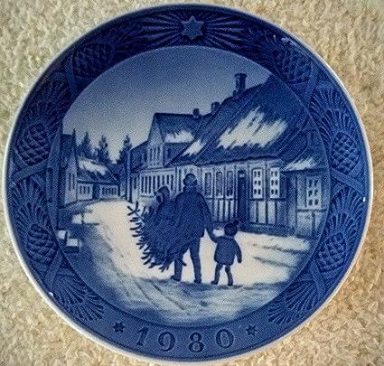 1980 royal copenhagen christmas plate bringing home tree - Royal Copenhagen Christmas Plates