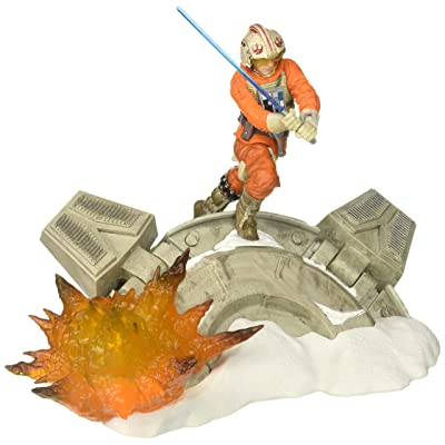 Star Wars Black Series Luke Skywalker Statue Centerpiece - Action Packed Display of a Classic Scene - Light Up Feature - 3 AAA Batteries Not Included - Add More Characters to Build the Scene: Toys & Games