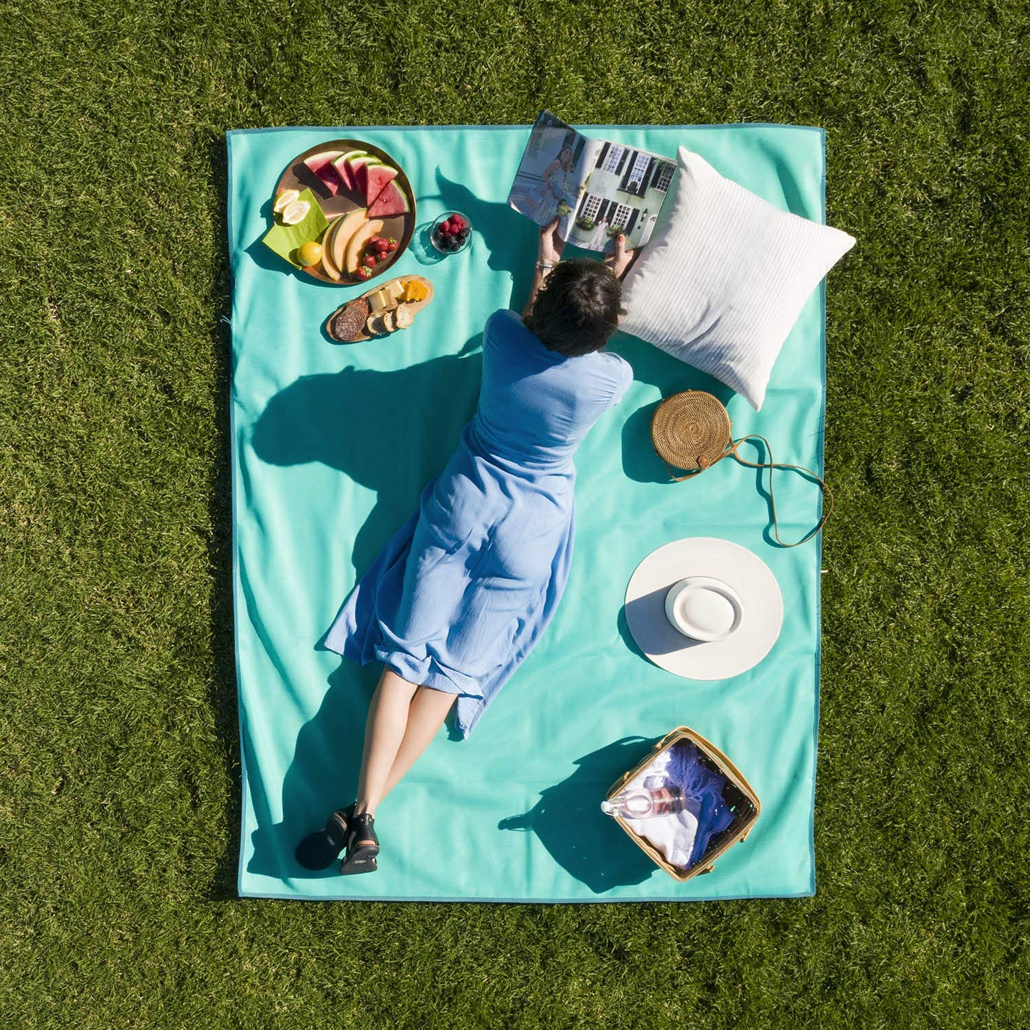 Patented Sand-Free Beach Mat Picnic Blanket Also Great for Families and Equipment Protection CGear Sand-Free Multi Use Outdoor Camping Mat CGEAR Sandlite Exercise Stretching Mat Rollup Compact