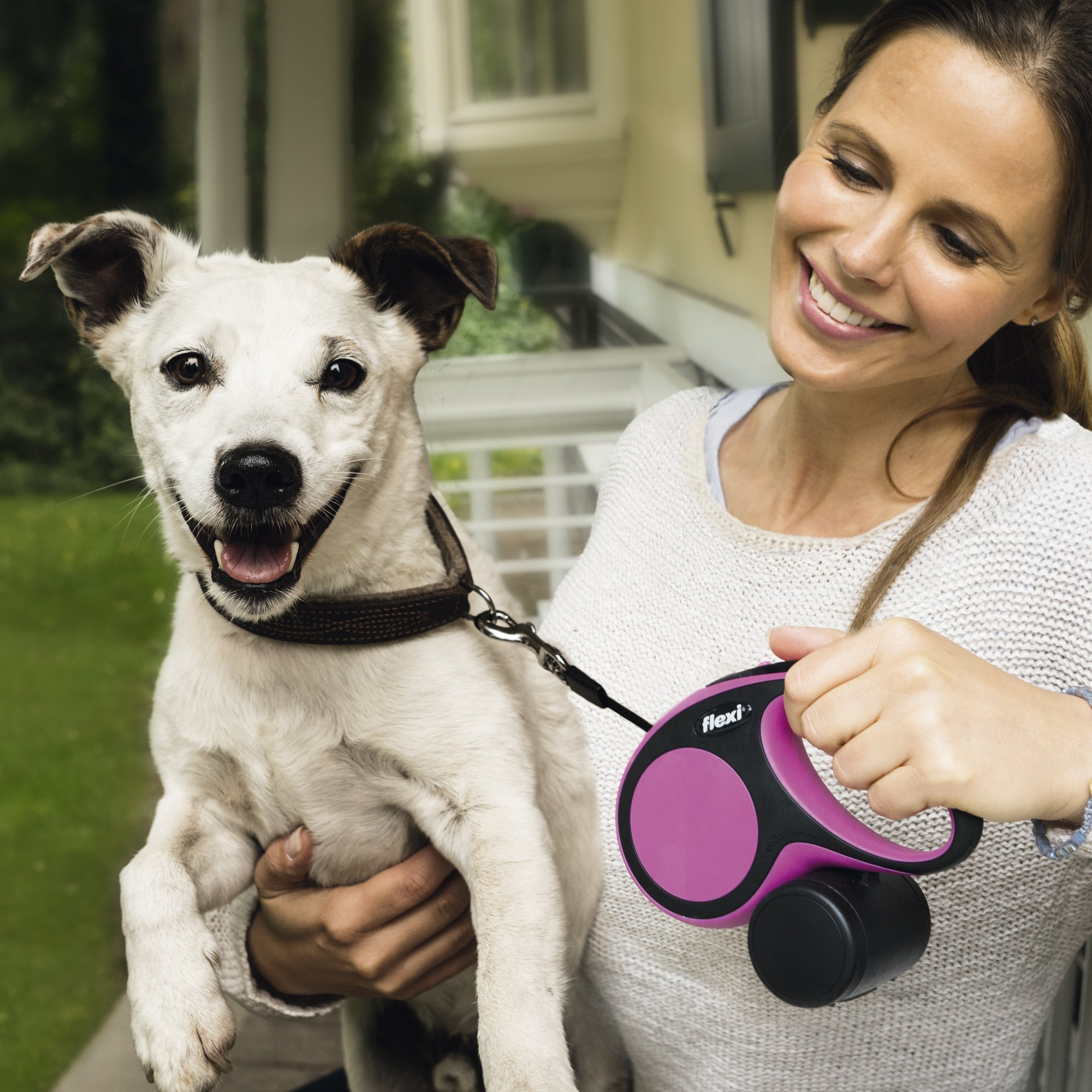 Flexi New Comfort Retractable Dog Leash (Tape), 16 ft, Medium, Grey by Flexi (Image #6)