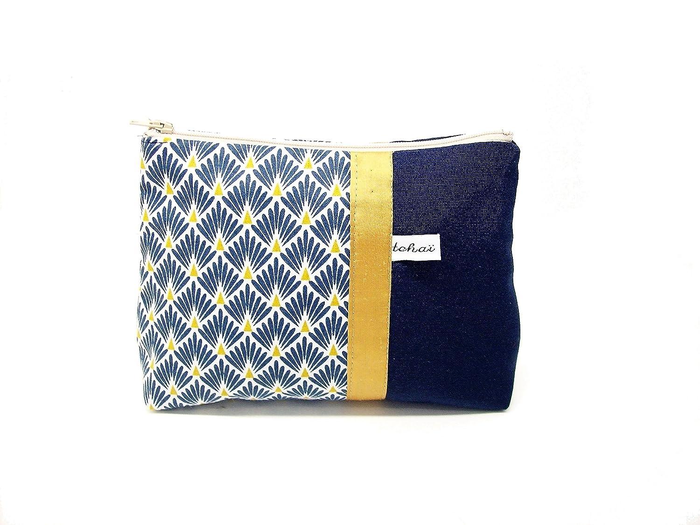 trousse maquillage bleu marine et blanc style scandinave , pochette zippée en toile et tissu a motifs geometriques , fourre tout en tissu graphique , cadeau pour elle