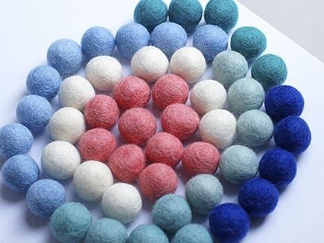 Colección llena de color de 50 bolas de fieltro
