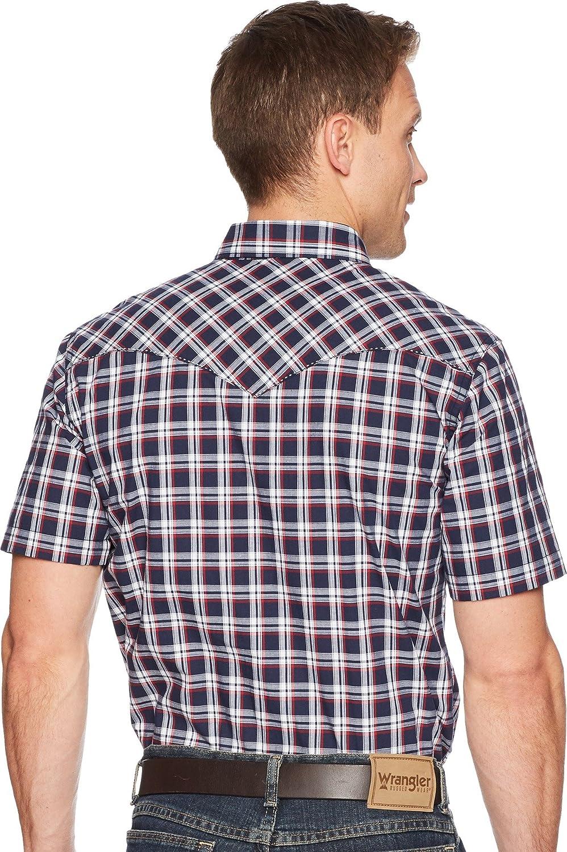 be7ac469f7a Wrangler Men s Retro Short Sleeve Two-Pocket Snap Plaid Navy Blue X-Large  at Amazon Men s Clothing store