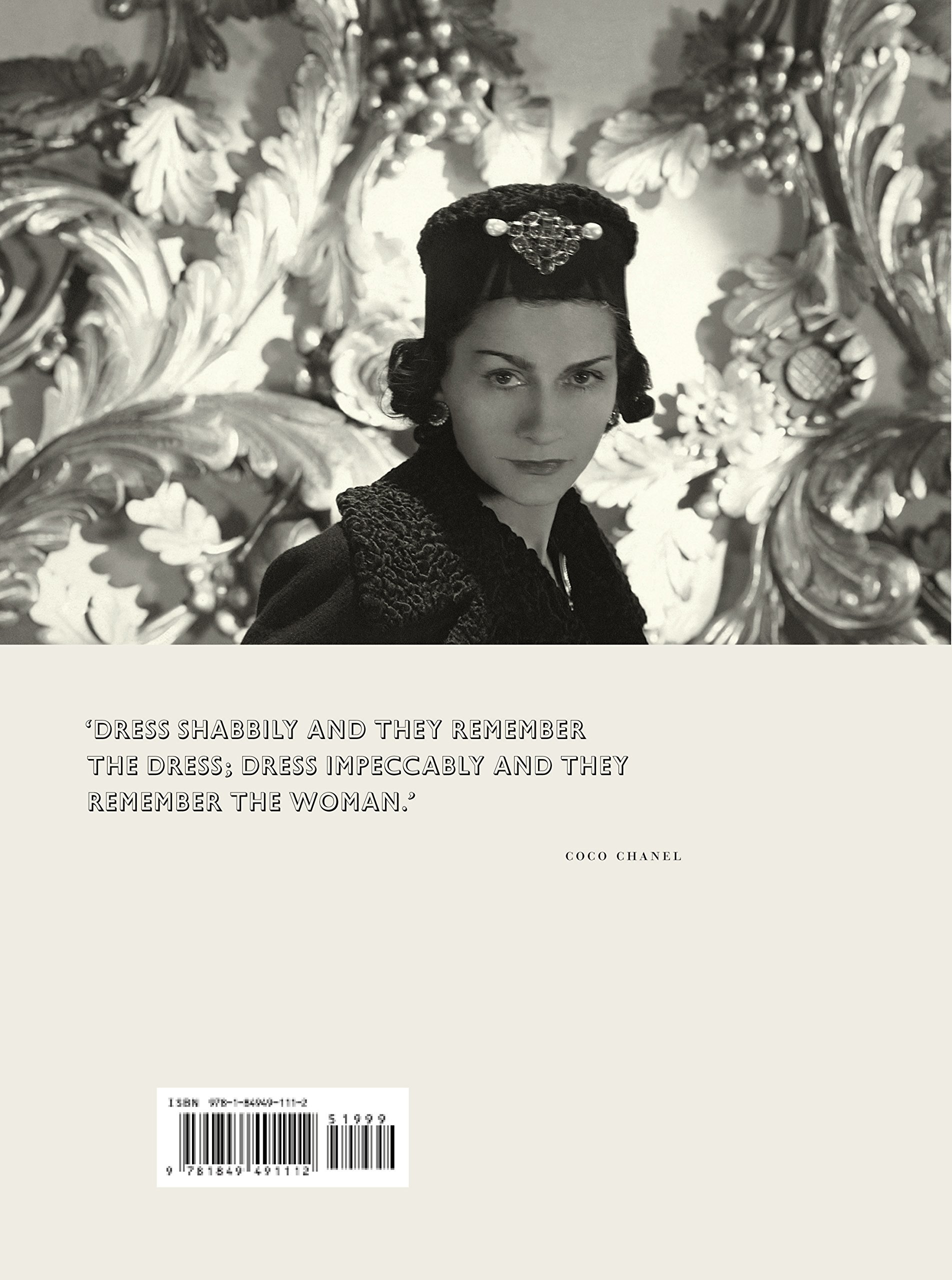 167a5e118be Vogue on  Coco Chanel (Vogue on Designers)  Amazon.co.uk  Bronwyn Cosgrave   8601200813548  Books