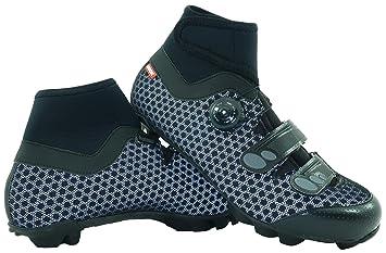 fotos oficiales c0a09 6c3ab LUCK Zapatillas de Ciclismo para Invierno Winter MTB, con Suela de Carbono  SHD, y Sistema rotativo de precisión acompañada de 2 velcros.