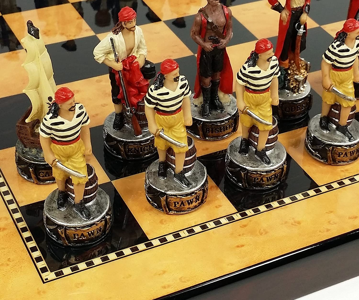 【限定セール!】 Pirates Color Maple Vs Royal Navy Pirate Chess Men Set Chess W/ 15