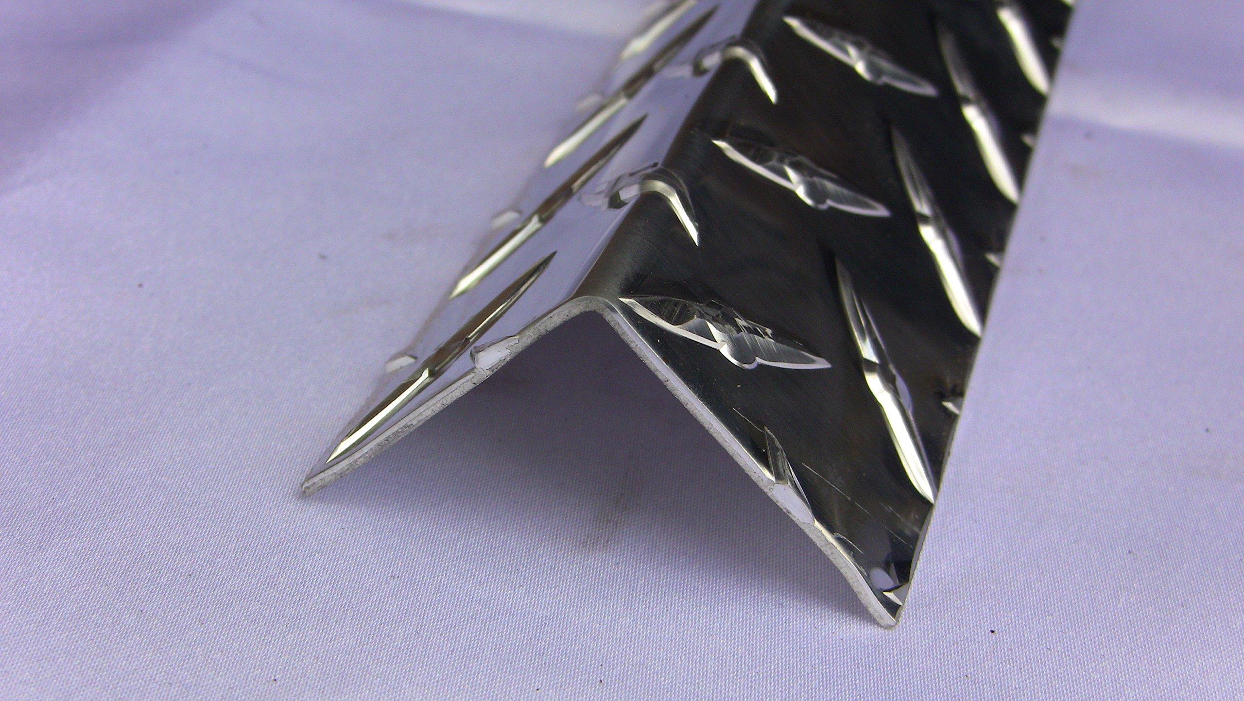 Aluminum Diamond Plate Angle .062 x 1.5 x 1.5 x 84 in. UAAC | (1/16 x 1-1/2 x 1-1/2 x 84 in.)