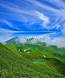 風景写真ポスター 空と雲と鳥海山 鳥海国定公園に属する鳥海山は秋田と山形の県境にあって、日本百名山・日本百景のひとつ。「出羽富士」とも呼ばれています。四季の彩りも鮮やかで、雪渓や高山植物なども見られます。お好みの額に入れたり、ボードに貼ったりして飾ってください。 サイズ59.4×49cm