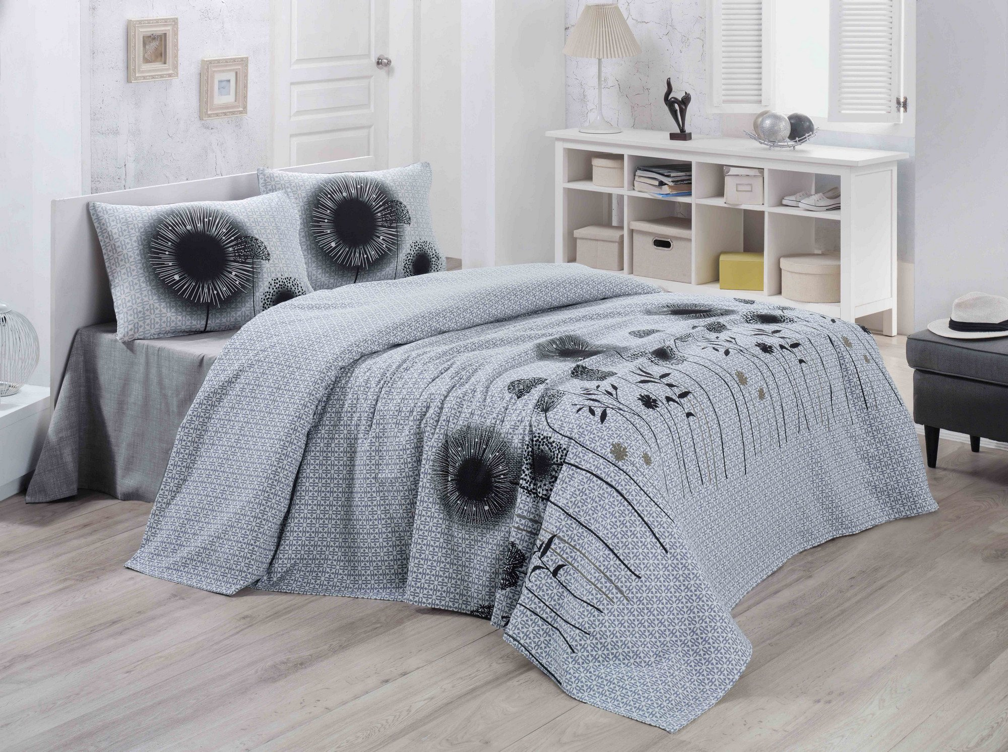 LaModaHome Design Coverlet, 100% Cotton - Black and White Flowers, Leaf, Patterned - Size (78.7'' x 90.6'') for Queen/Full Bed