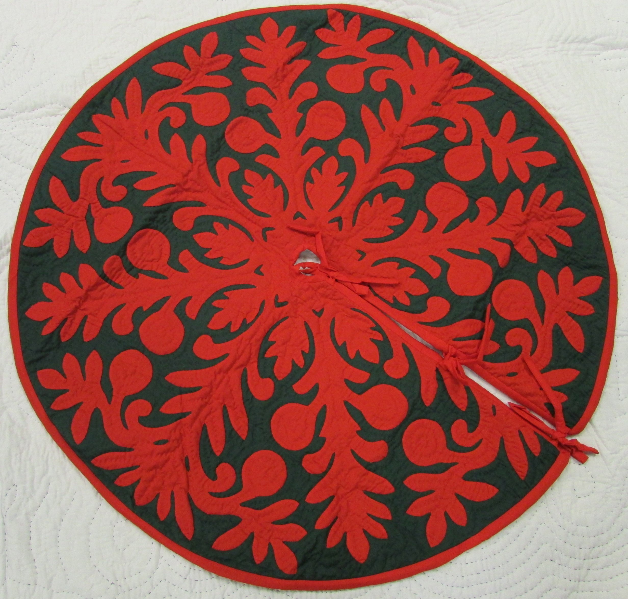 Hawaiian quilt 100% hand quilted/hand appliqued Christmas tree skirt 42''