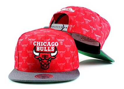 846e44183ed Mitchell   Ness Chicago Bulls NBA Repeat Logo Adjustable Snapback Hat ...