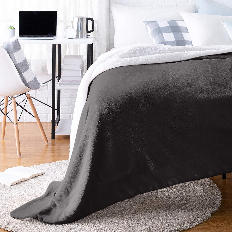 AmazonBasics Ultra-Soft Micromink Sherpa College Dorm Blanket - Throw, Black