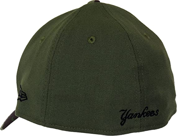 7650f34615ff3 Amazon.com  New York Yankees New Era 2017 Memorial Day 39THIRTY Flex Hat -  Green Camo (S M)  Clothing