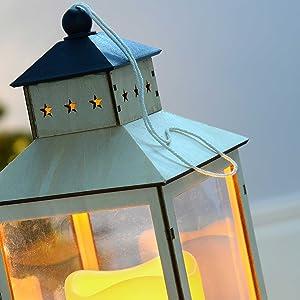 WeRChristmas - Lanterna decorativa natalizia in legno, con candela LED a luce tremolante