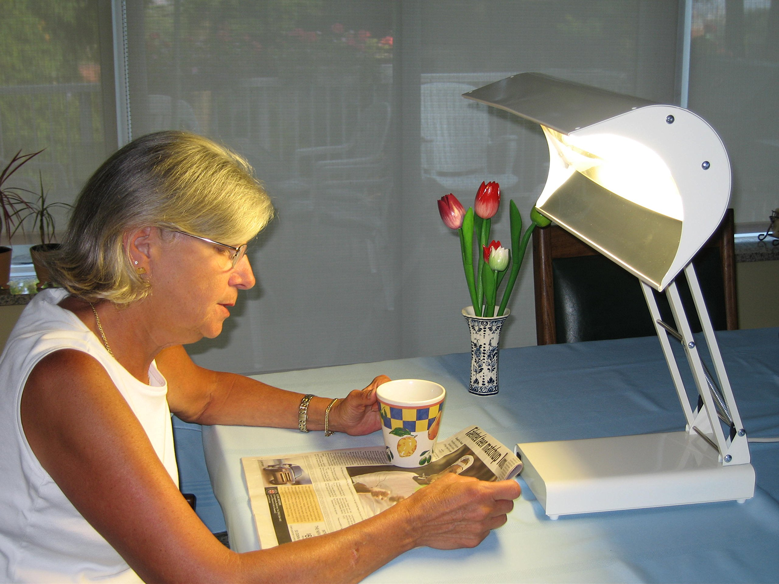 Northern Light 10,000 Lux Bright Light Therapy Desk Lamp, Beige by Northern Light Technologies (Image #4)